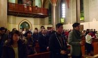 Nesten full kirke (Foto: Henriette Teige)